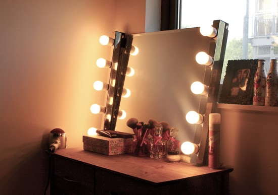 How To Make A Diy Hollywood Style Mirror Sarah Thain